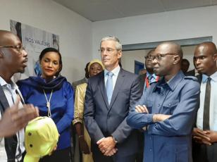 Modernisation / Amadou Koné visite l'aerohub de Bolloré