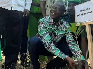 """Opération """"Un jour, un million d'arbres""""/ Amadou KONE plante son arbre à Bouaké"""