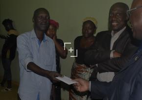 Victime d'une agression / un chauffeur de taxi reçoit le soutien du Ministre des Transports